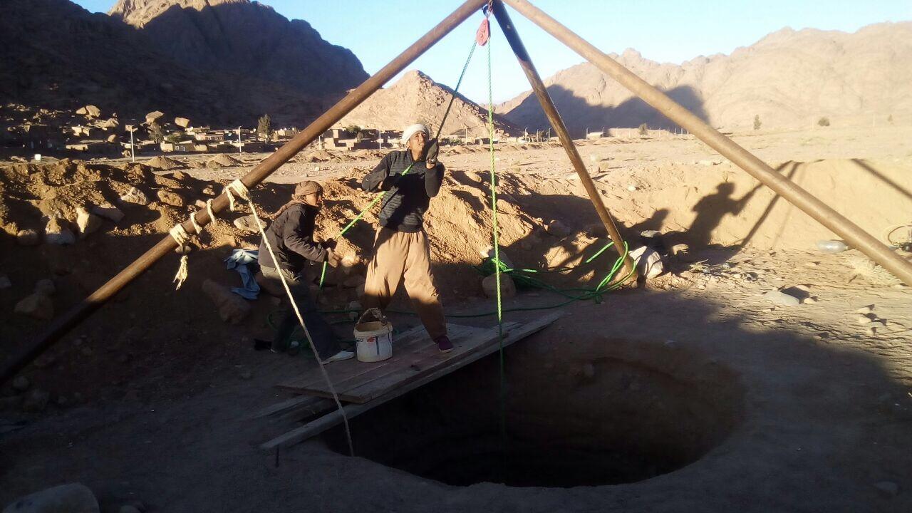 Pozzi e Villaggi nel Sinai: lavori per lo scavo del pozzo