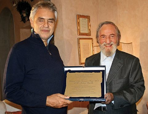 Andrea Bocelli riceve il Premio Arte Scienza e Pace 2015