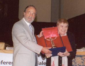 Umberto Veronesi riceve il Premio Arte Scienza e Pace 2012